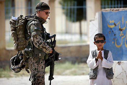 Suomalainen sotilas Afganistanissa, kuva Hannes Heikura, Hesari 12.2.2010