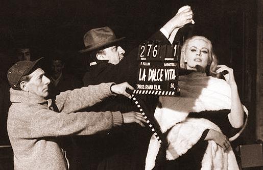 Federico Fellini ohjaa Anita Ekbergiä.