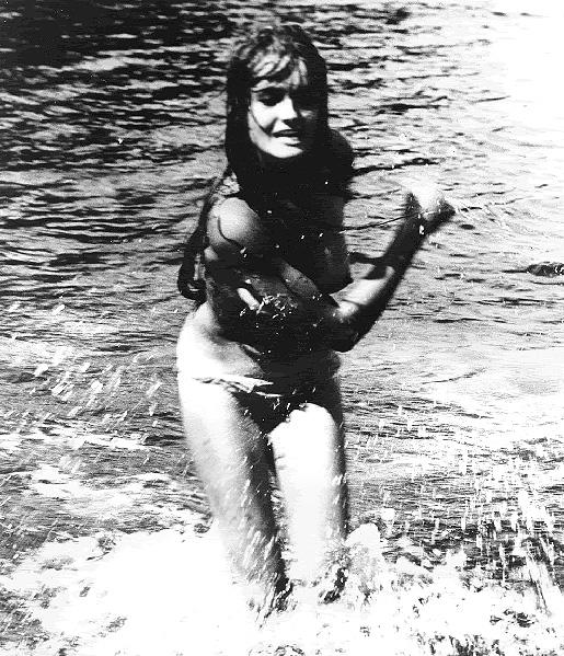 Kristiina Halkola. Käpy selän alla 1966, ohjaus Mikko Niskanen.