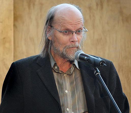 Runoilija, kirjailija Risto Ahti.