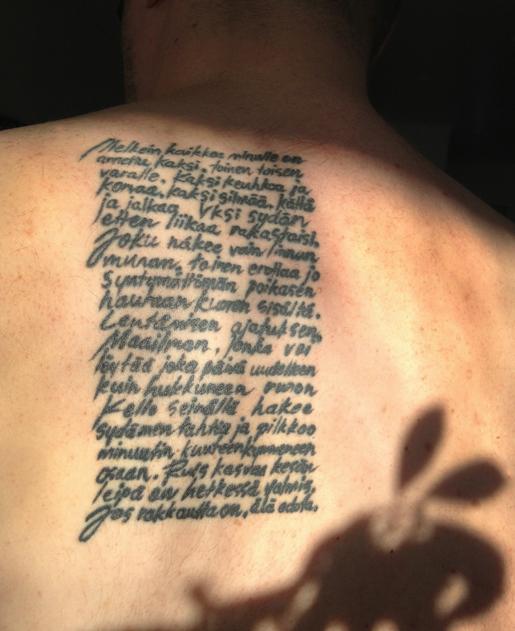 Tatuointi, teksti Musta runokirja (Like 2000)