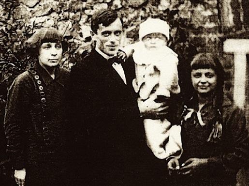 Marina Tsvetajeva ja Sergei Efron. Lapset Georgi ja Ariadna.