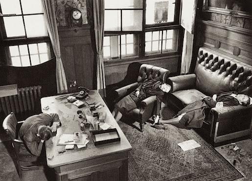 Tohtori Kurt Lisso, hänen vaimonsa ja tyttärensä. Kuva: Margaret Bourke-White 20.4.1945